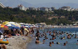 Antalya sahilleri doldu taştı