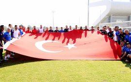 Antalyaspor'dan,Zafer Bayramı için bayraklı kutlama