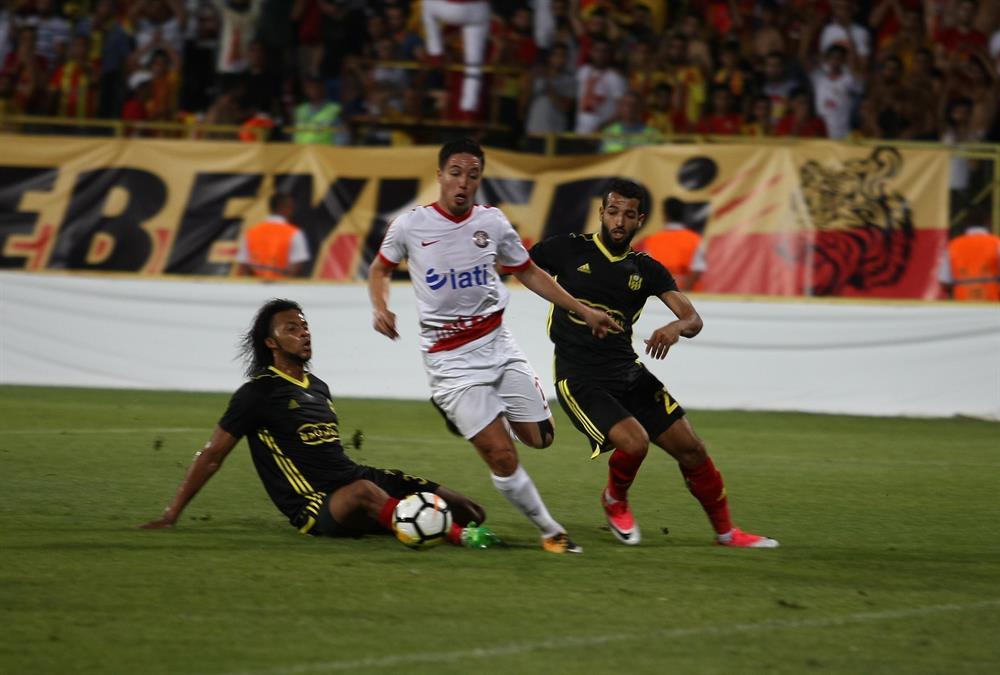 Futbol dünyası şokta: Antalyaspor,Nasri'yi bedavaya aldı!