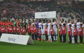 Antalyaspor ve Alanyaspor kümede kalmayı garantiledi