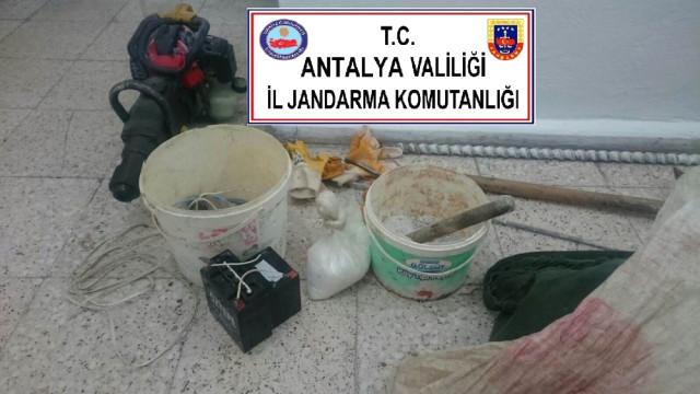 Demre'de Kaçak Kazıya Suçüstü: 6 Gözaltı