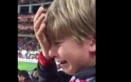 Antalyasporlu minik taraftarın gözyaşları (Video)