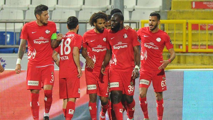 Antalyaspor'da 5 oyuncu ceza sınırında