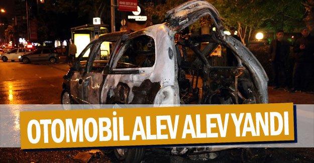 Satılık ilanı verdiği otomobili alev alev yandı