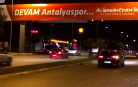 """""""Devam Antalyaspor"""" pankartına siyaset tepkisi"""