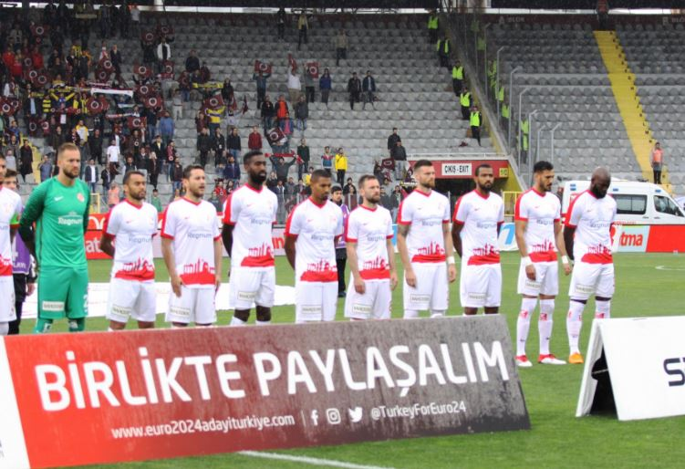 Antalyaspor'da 10 futbolcunun sözleşmesi sona eriyor