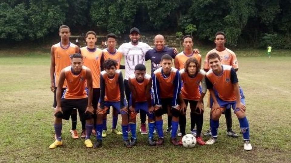 Maicon, Brezilya ekibinde eğitim verdi
