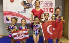 Antalyasporlu minik cimnastikçiler Saraybosna'dan madalyayla döndü