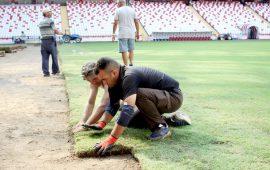 Antalya Stadyumu'nun çimleri yenileniyor