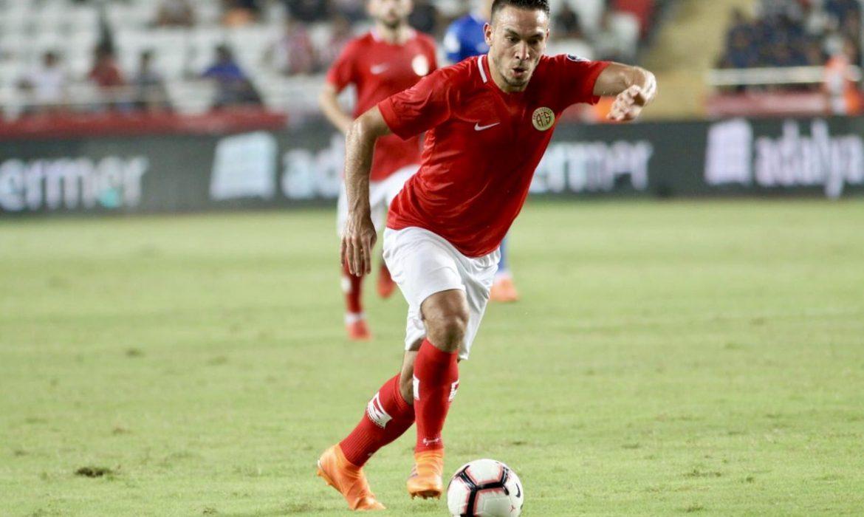 Antalyaspor'da puanlar Doukara ve Mevlüt'ten geldi