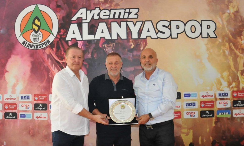 Alanyaspor'da Mesut Bakkal dönemi sona erdi