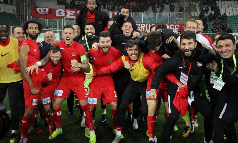 Antalyaspor deplasmanda fark yaratmaya devam ediyor