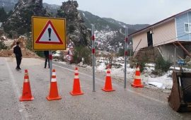 Antalya'da heyelan 5 mahalleye ulaşımı kapattı