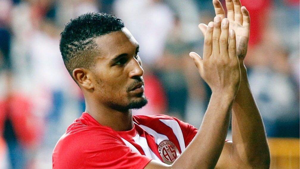 Antalyaspor Yönetimi, Sandro'daki hatayı Vainqueur'de yapmadı