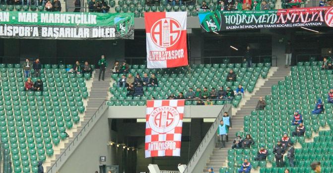 Kocaeli Stadı'nda Antalyaspor Bayrağı!