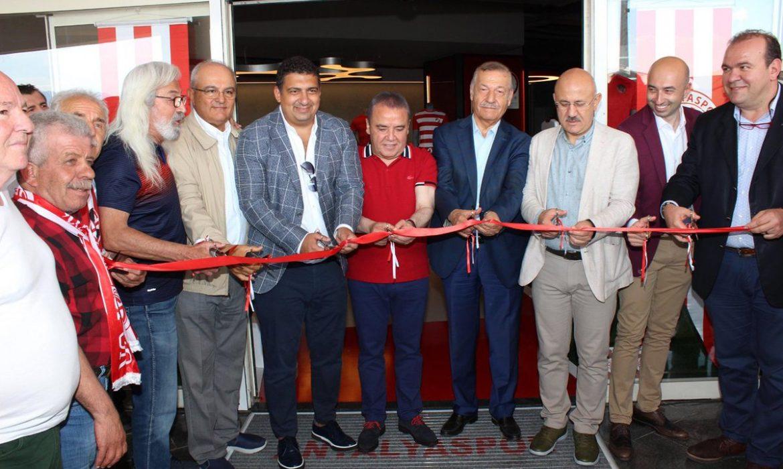Antalyaspor'un stadyum mağazası açıldı