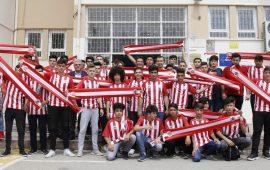 Turgay Genç'ten öğrencilere Antalyaspor forması