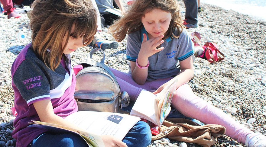 Minikler bu kez Konyaaltı Sahili'nde okudular