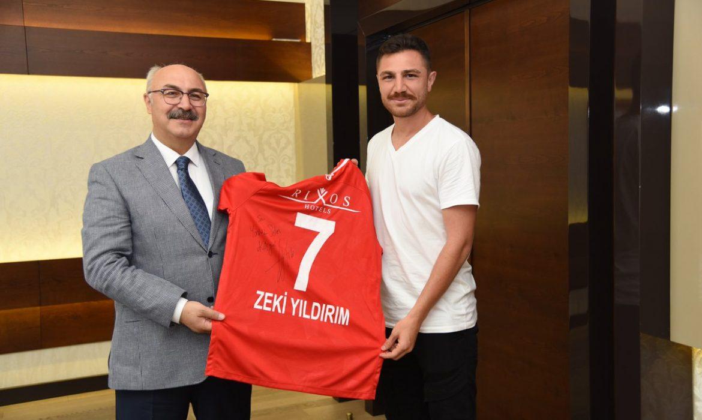 Zeki Yıldırım'dan Aydın Valisi'ne Antalyaspor forması