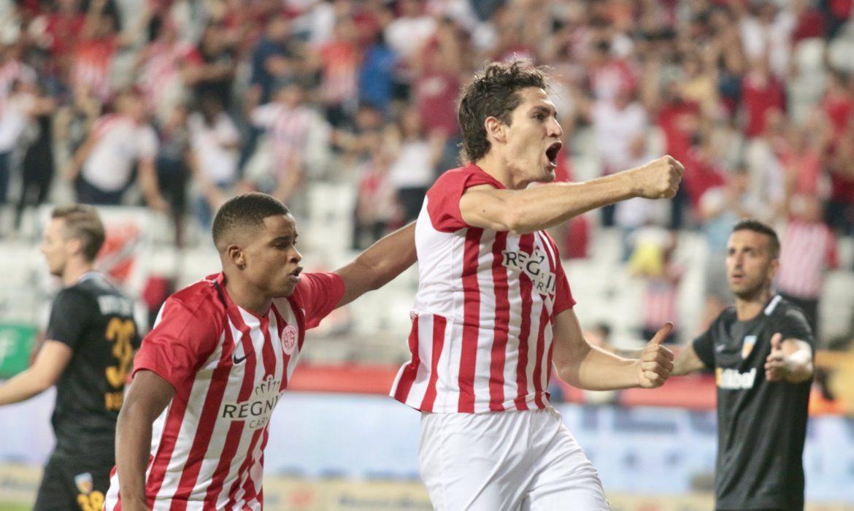Gustavo attığı golle tarihe geçti