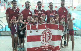 Antalyaspor Yüzme Takımı'ndan 26 madalya