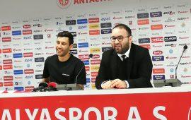 Veysel Sarı resmen Antalyaspor'da