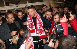 Podolski resmen Antalyaspor'da