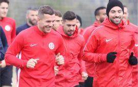 """Antalyaspor'da futbolculardan """"evde kal"""" çağrısı"""