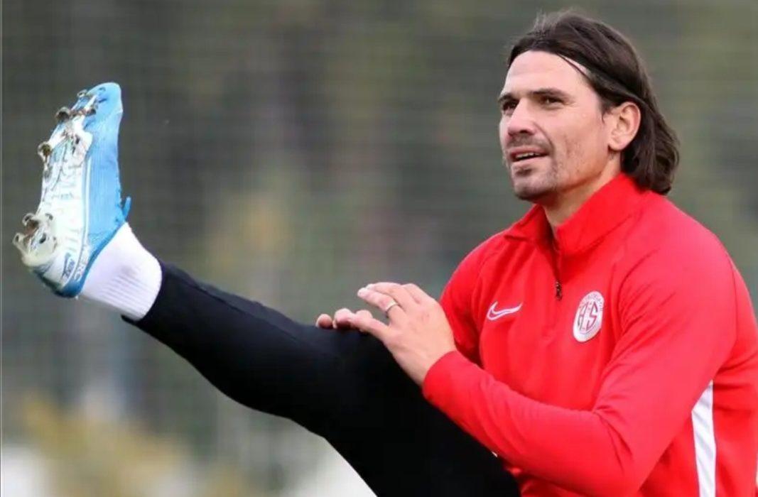Antalyaspor, Ersan Gülüm'ün lisansını çıkardı