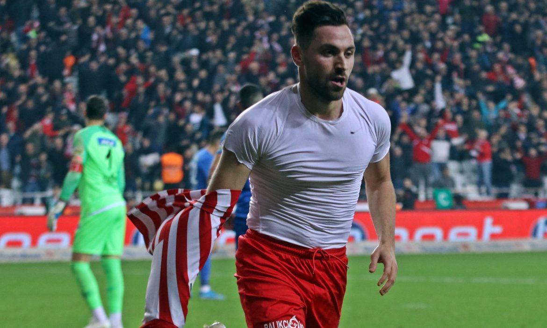 Fenerbahçe Sinan Gümüş'ü bitirdi