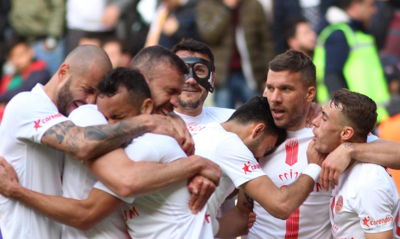 Podolski: Lige ara verilmesi bizim için kötü oldu