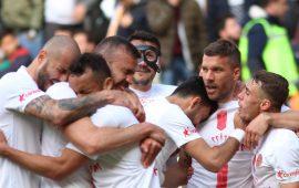 """""""Podolski'nin bonservisi Boca'yı aşar!"""""""