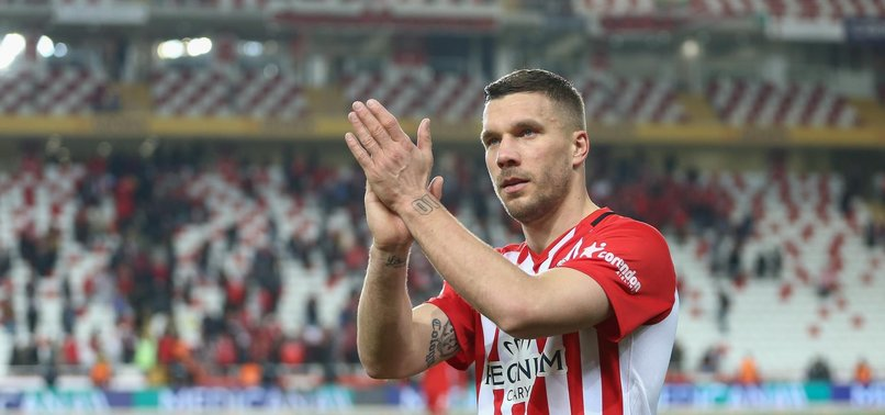 Podolski'den transfer açıklaması
