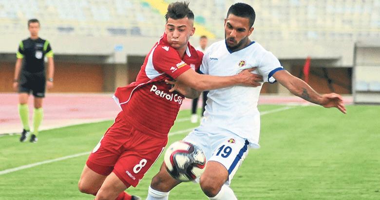 Antalyaspor ile Alanyaspor transferde rakip oldu