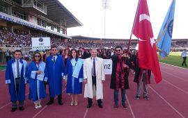 AÜ öğrencileri mezuniyet töreni istiyor