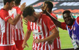 Antalyaspor ikinci yarıda uçuşa geçti