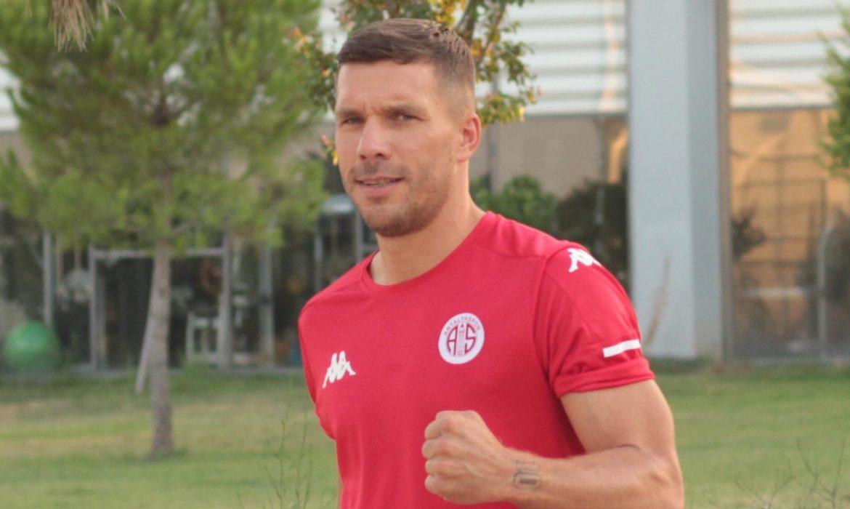 Podolski: Bu puanı hak ettik