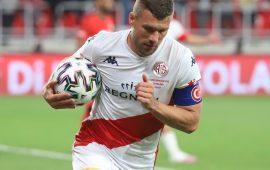 Podolski'den Antalyaspor taraftarına teşekkür