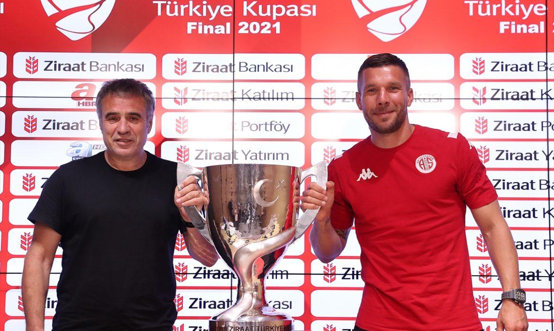 Ersun Yanal: Tarih dündür, futbol ise bugündür